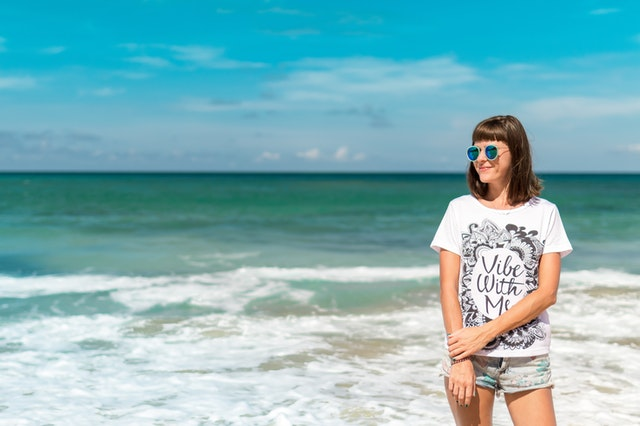 female model by the sea in a t-shirt